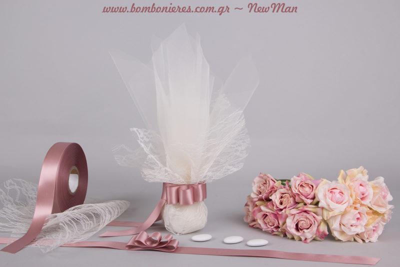 Για ένα vintage ρομαντικό γάμο επιλέξτε την παραδοσιακή τούλινη μπομπονιέρα σε vintage ύφος, την οποία θα συνδυάσετε με μπουκέτα τριαντάφυλλα στο στολισμό.