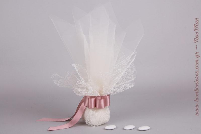 Μια ρομαντική vintage μπομπονιέρα σε ροζ αποχρώσεις που δεν θα περάσει με τίποτα απαρατήρητη.