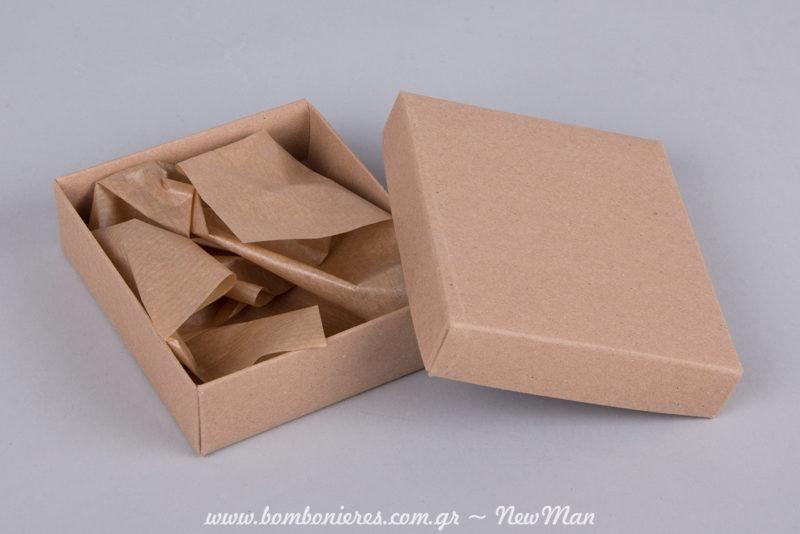 Κουτί kraft με χαρτί αφής (90 x 105 x 30mm) σε φυσική απόχρωση για τις μπομπονιέρες του γάμου σας.