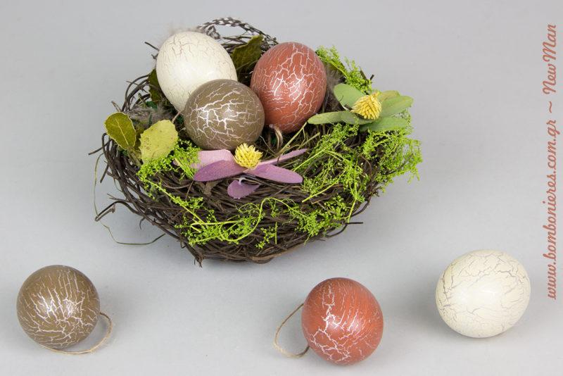 Κρεμαστά περλέ αβγουλάκια (διατίθενται σε συσκευασία των 6 τεμαχίων) σε φωλιά με χόρτο.