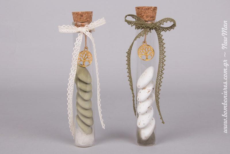 Μπομπονιέρα γάμου με Δέντρο της Ζωής σε γυάλινο σωλήνα, μια πρόταση που αγαπά τη φύση σε δυο διαφορετικές χρωματικές εκδοχές.