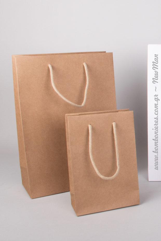 Χάρτινο χειροποίητο τσαντάκι σε φυσική kraft απόχρωση και σε διάφορες διαστάσεις. Δείτε αναλυτικά τον πίνακα.