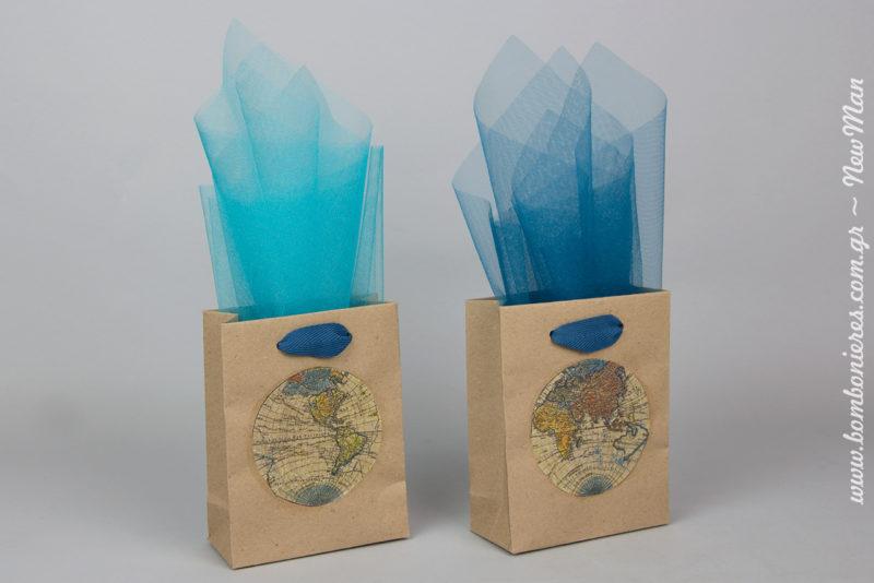 Συνδυάστε τα χάρτινα τσαντάκια με τούλι γαλλικό κρυσταλιζέ σε σιέλ ή μπλε σκούρα απόχρωση.