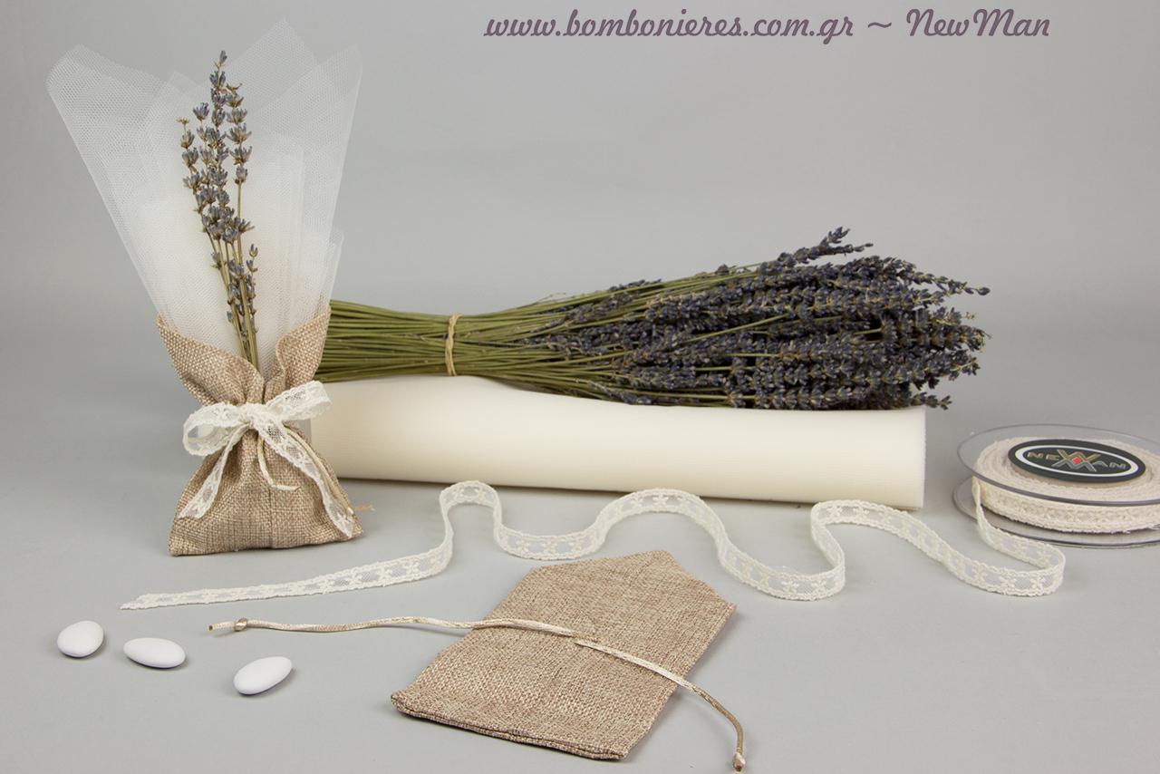 Για τη δημιουργία της θα χρειαστείτε: άνθη λεβάντας, πουγκί μυτερό (καμβάς), τούλι ελληνικό, κουφέτα Χατζηγιαννάκης και φυτίλι κέντημα σε τούλι.