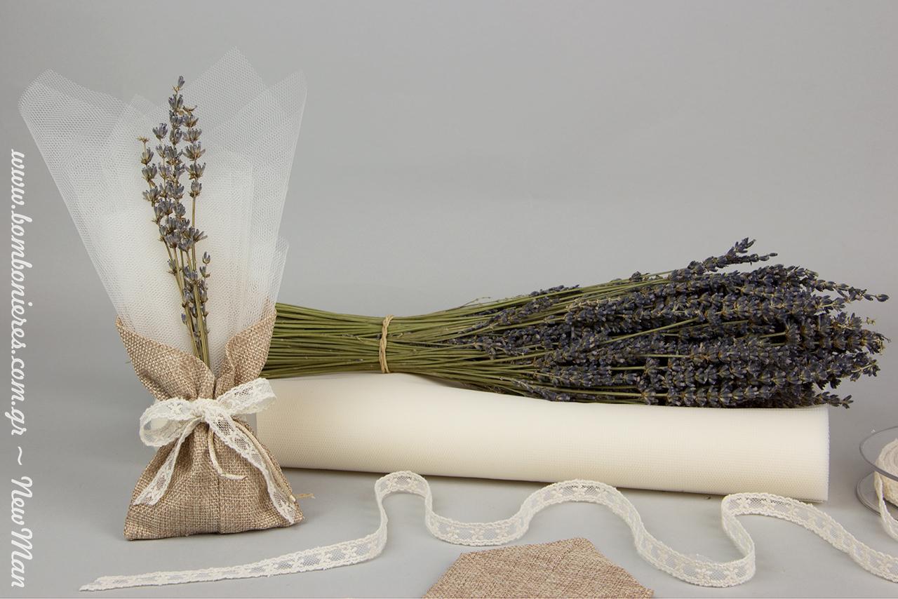 Μπομπονιέρα με θέμα λεβάντα για τον γάμο ή την κοριτσίστικη βάπτιση σε μυτερό πουγκί (καμβάς), διακοσμημένη με άνθη λεβάντας Dark-blue Special.