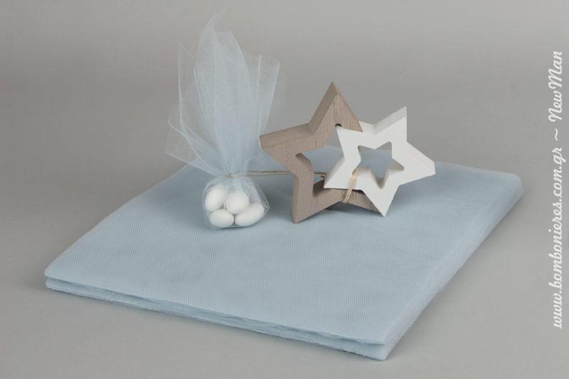 Ξύλινα αστέρια και τούλινη μπομπονιέρα σε γαλάζια απόχρωση για το πιο φωτεινό αστέρι του κόσμου – τον μικρό σας.