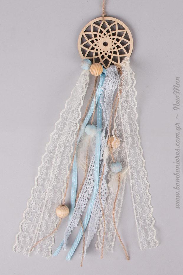 Μικρή ξύλινη διάτρητη Ονειροπαγίδα σε σιέλ απόχρωση (7 x 30cm) για τη διακόσμηση ή τις μπομπονιέρες της βάπτισης.