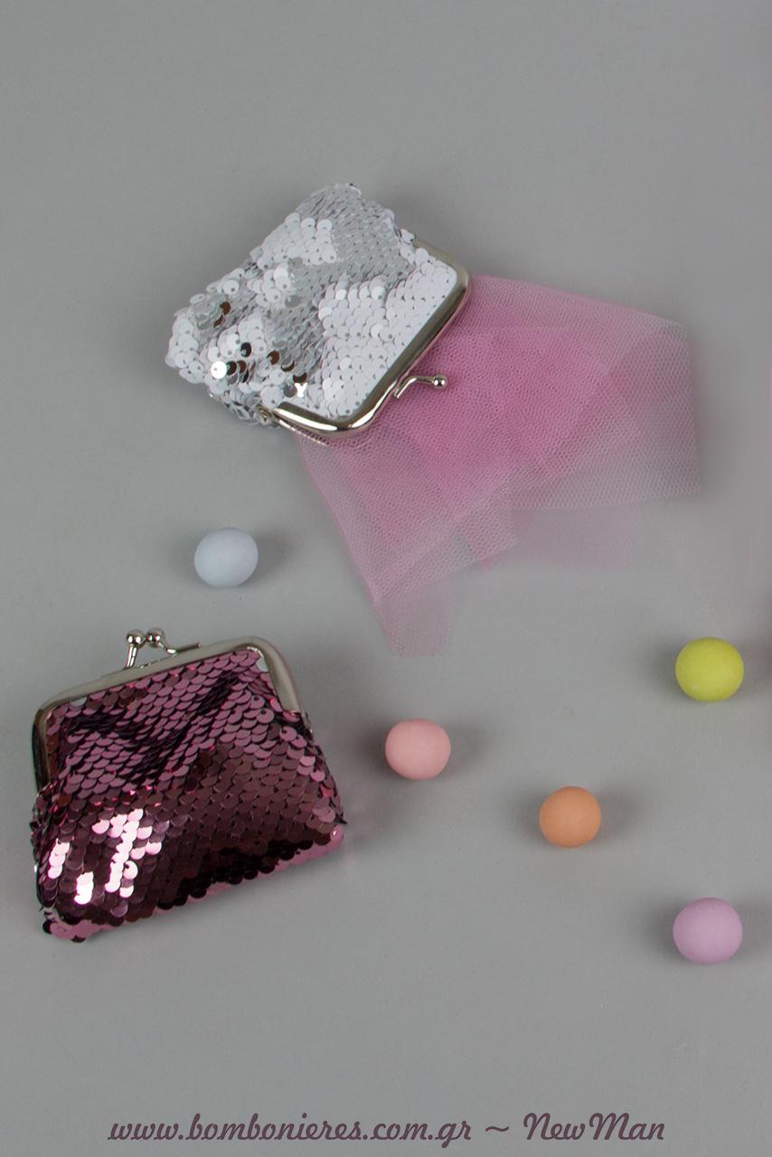 Δημιουργήστε μια μίνι μπομπονιέρα σε μωρ-ροζ αποχρώσεις και κουφέτα Χατζηγιαννάκης Crispy πολύχρωμα, την οποία θα τοποθετήσετε μέσα στο τσαντάκι.
