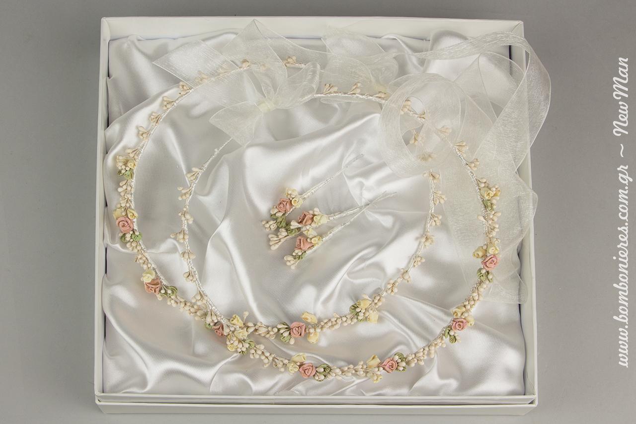 Χειροποίητα στέφανα γάμου, δεμένα με κορδέλα υψηλής ποιότητας & τρεις καρφίτσες πέτου σε πολυτελές κουτί με σατέν ύφασμα.