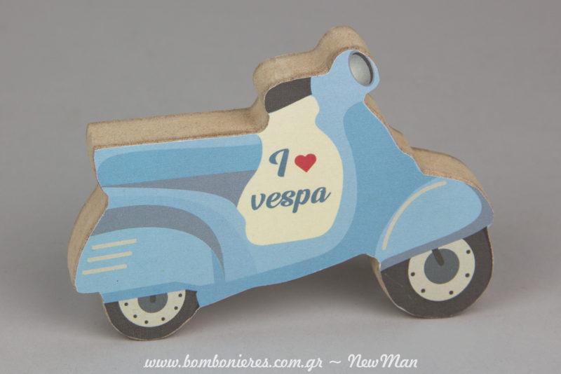 I love Vespa, ξύλινα διακοσμητικά (ντεκουπάζ) για την διακόσμηση και τον στολισμό σε διαστάσεις: 120 x 20 x 90mm.