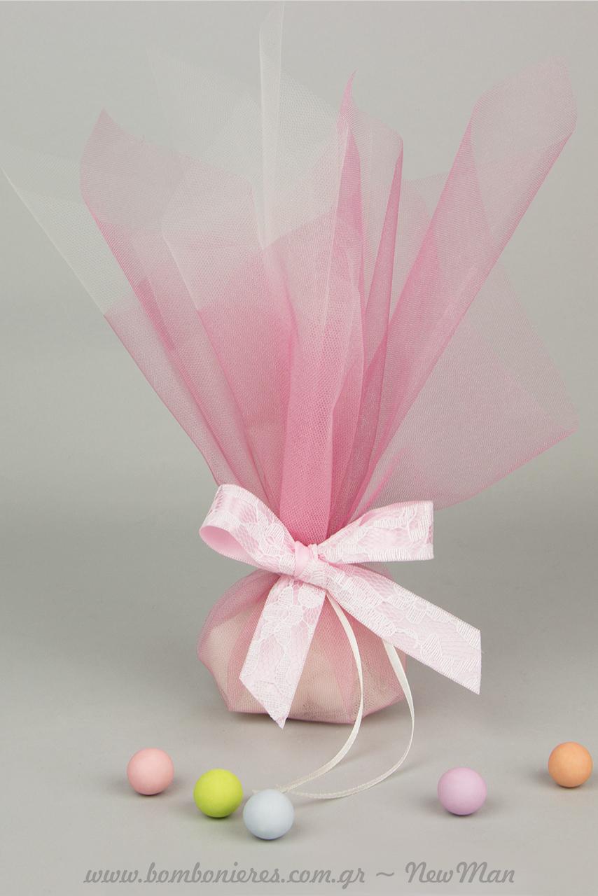 Κοριτσίστικη τούλινη μπομπονιέρα σε κρυσταλιζέ αποχρώσεις από γαλλικό τούλι σε ροζ και λευκό χρώμα, συνδυασμένο με κορδέλα-δαντέλα σατέν Ντουμ.