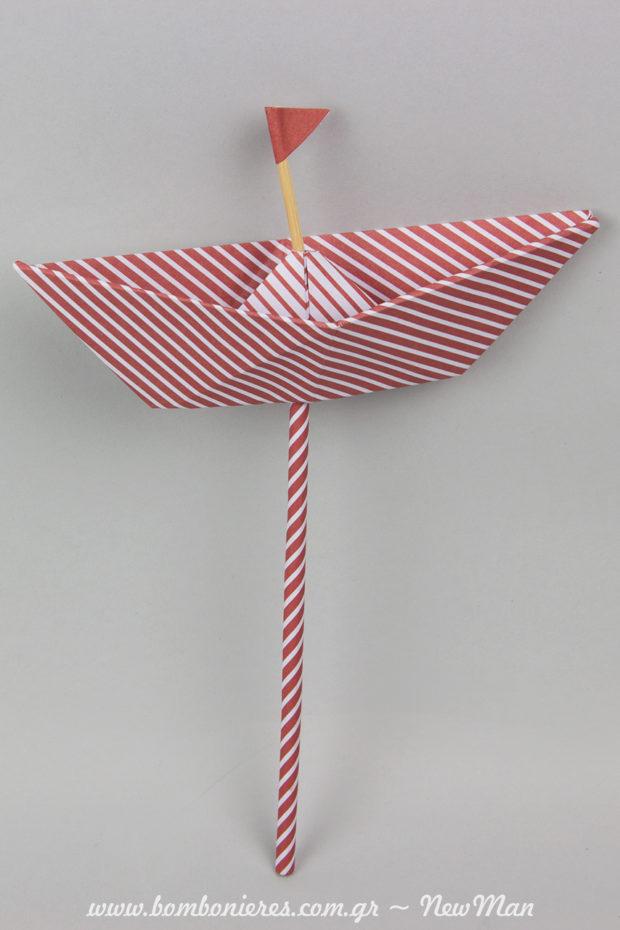 Χάρτινο καράβι (stick) σε κόκκινο ριγέ. Τα καραβάκια διατίθενται σε συσκευασία των 5 τεμαχίων.