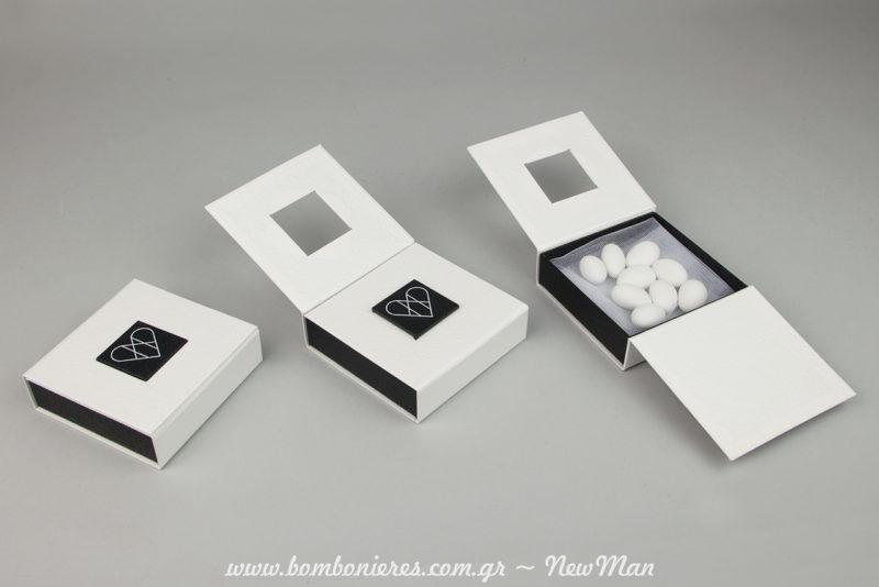 Τα κουτιά κοσμημάτων- σταυρός ανοίγουν σαν βιβλίο δημιουργώντας το ιδιαίτερο εφέ που βλέπετε και στις φωτογραφίες.