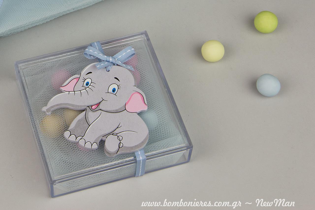 Mia mpomponiera toso xaritwmeni oso kai to diakosmitiko ksylino elefantaki pou xamogela eftyxismeno.