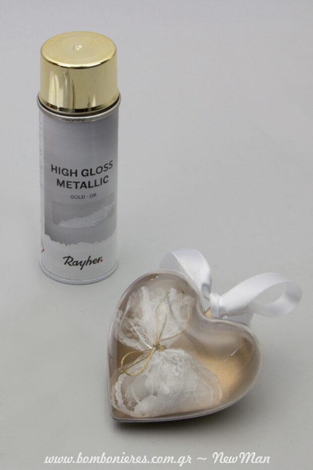 Mia kardia apo… xrysafi gia tin mpomponiera tou gamou sas, se diafani kardia xrwmatismeni me spray High Gloss Metallic Gold (200ml).