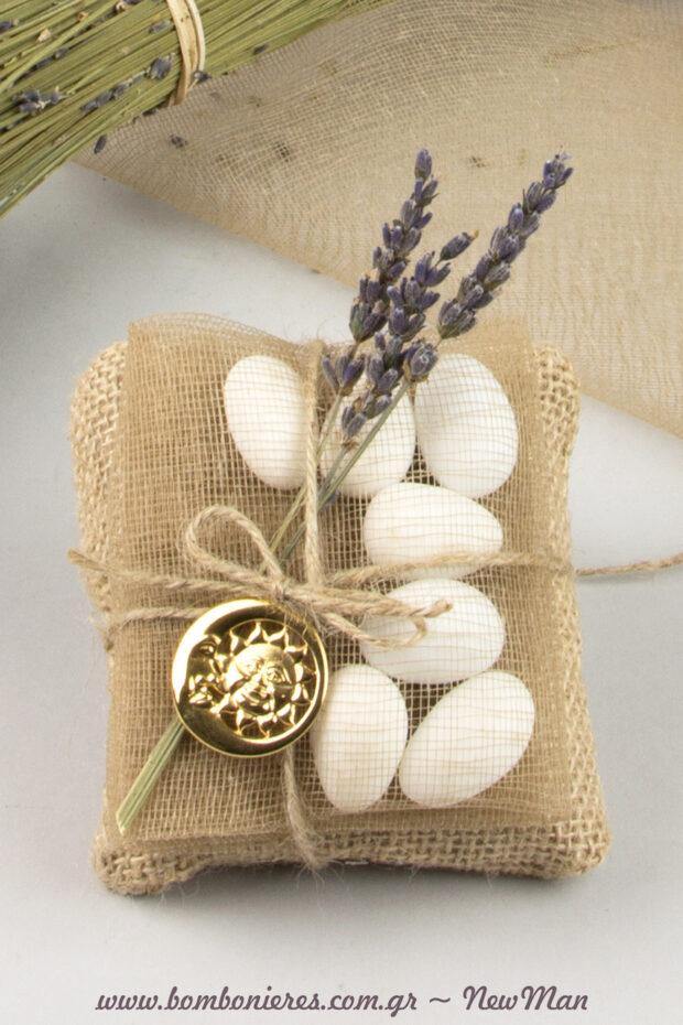 Μια boho, συμβολική μπομπονιέρα με έμπνευση τη φύση που θα εντυπωσιάσει με το ρομαντικό country chic ύφος της.