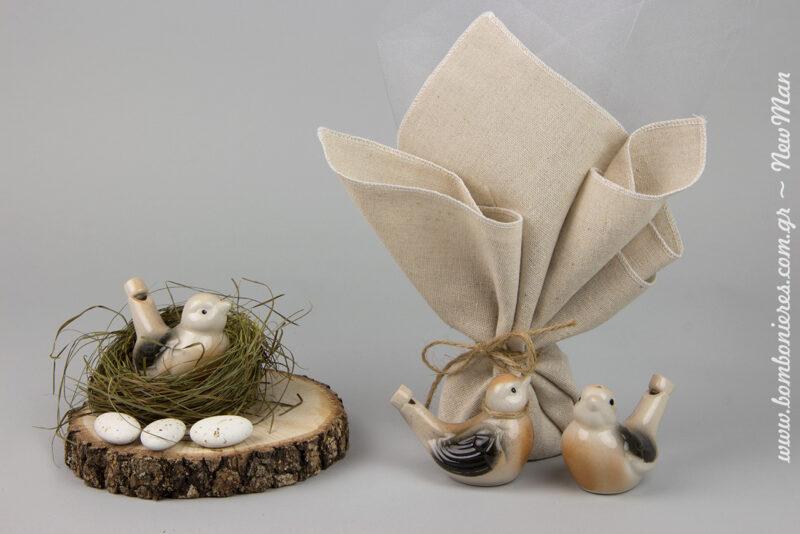 Η νεροσφυρίχτρα- πουλάκι ή αλλιώς λαλίτσα είναι ένα από τα πιο παλιά παιχνίδια που συνεχίζει να διασκεδάζει γενιές και γενιές.
