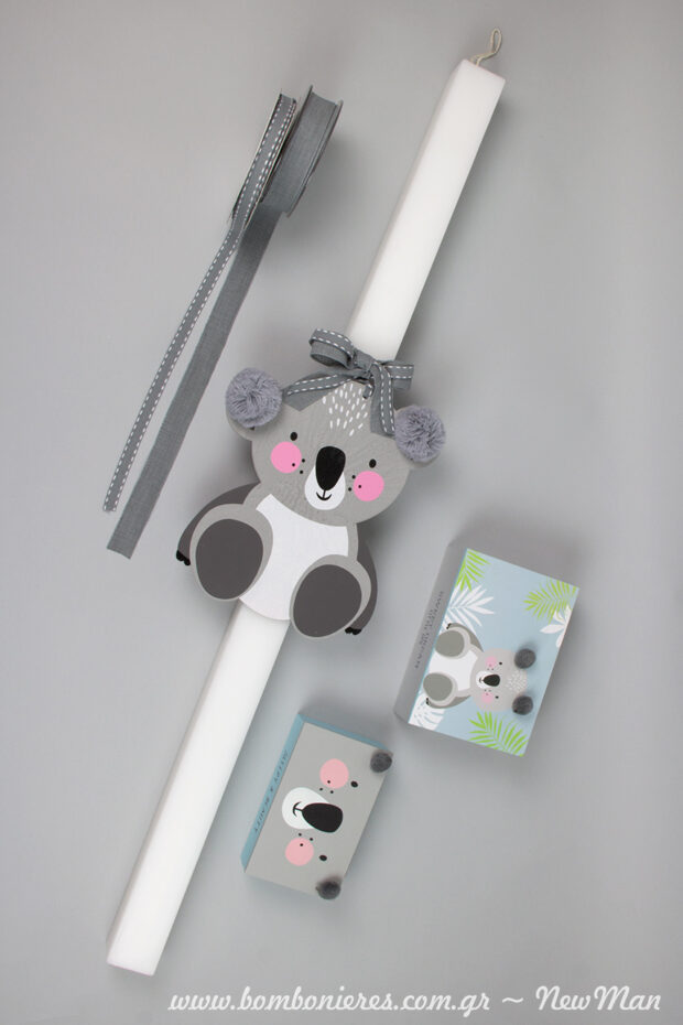 Thema koala synexeia: vaptistiki lampada me koala-mama kai ksylina koutakia me sxedio koala-mwra gia na filoksenisete mesa ta martyrika tis vaptisis.